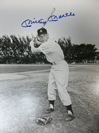 Mickey Mantle (New York Yankees) Signed B&W 11x14 Photo