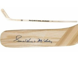 Gordies Howe Autographed Detroit Red Wings Northland Hockey Stick PSA/DNA