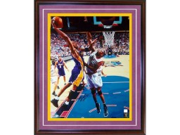 Kobe Bryant Autographed / Signed vs 76ers 16x20 Photo (PSA/DNA)