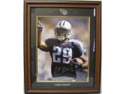 Chris Brown signed Tennessee Titans 16X20 Photo Logo Framed