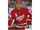 Chris Chelios Signed - Autographed Detroit Red Wings 8x10 inch Photo - Guaranteed to pass PSA or JSA