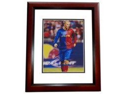 Eiour Gudjohnsen Signed - Autographed FC Barcelona 8x10 inch Photo MAHOGANY CUSTOM FRAME - Guaranteed to pass PSA or JSA