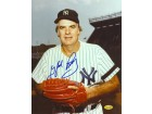 Gaylord Perry Signed - Autographed New York Yankees 8x10 inch Photo - Guaranteed to pass PSA or JSA - Hall of Famer