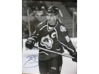 Joe Sakic (Colorado Avalanche) Signed B&W 16x20 Photo (Tear in left, middle edge)